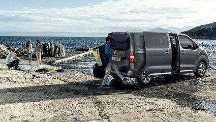 /image/76/7/furgonetas-familiares-7-plazas-traveller-combi.404767.jpg